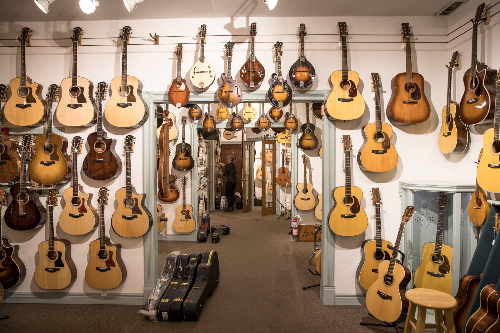 the best musical instrument stores in toronto. Black Bedroom Furniture Sets. Home Design Ideas