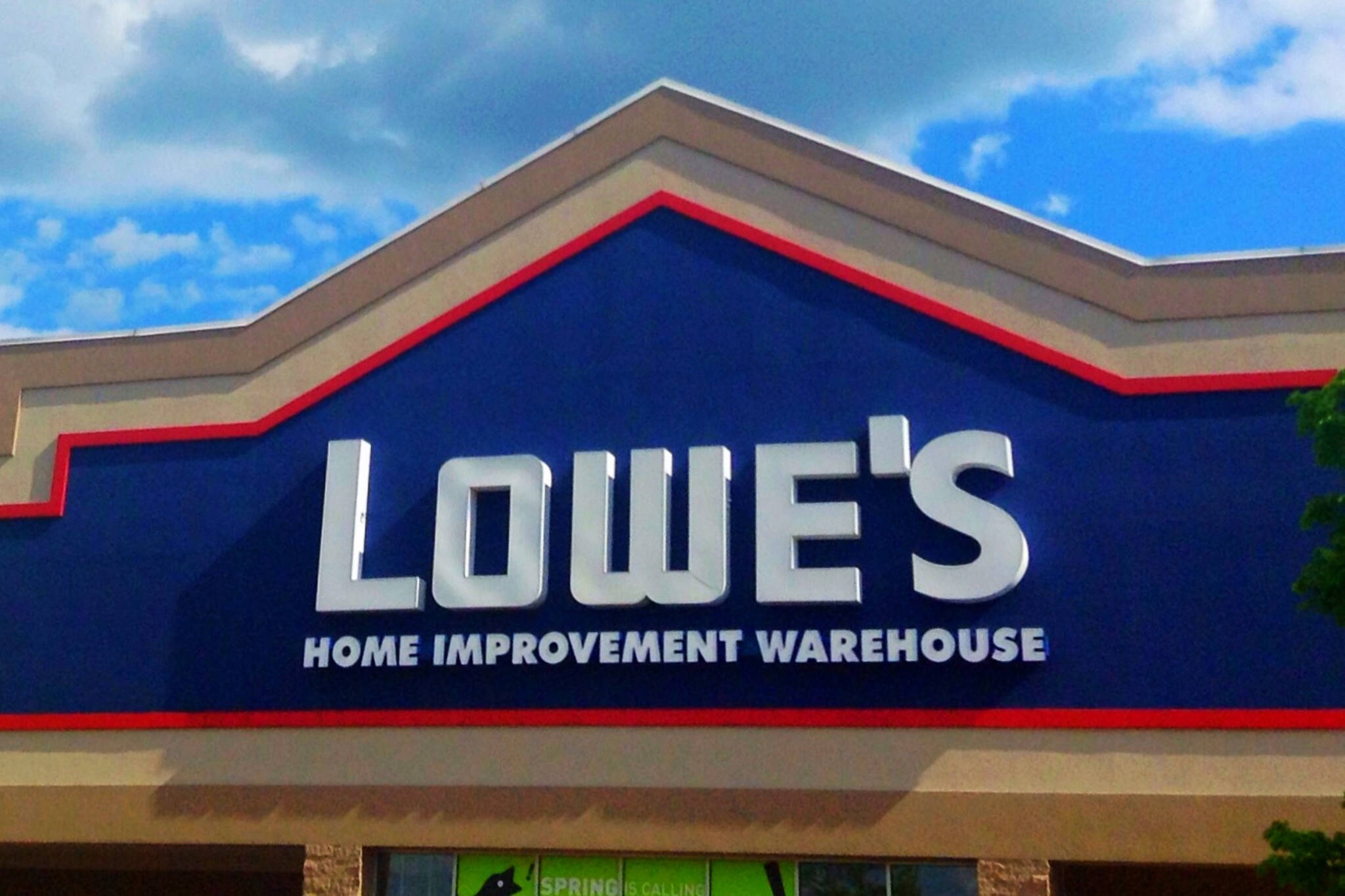 lowes rona closures
