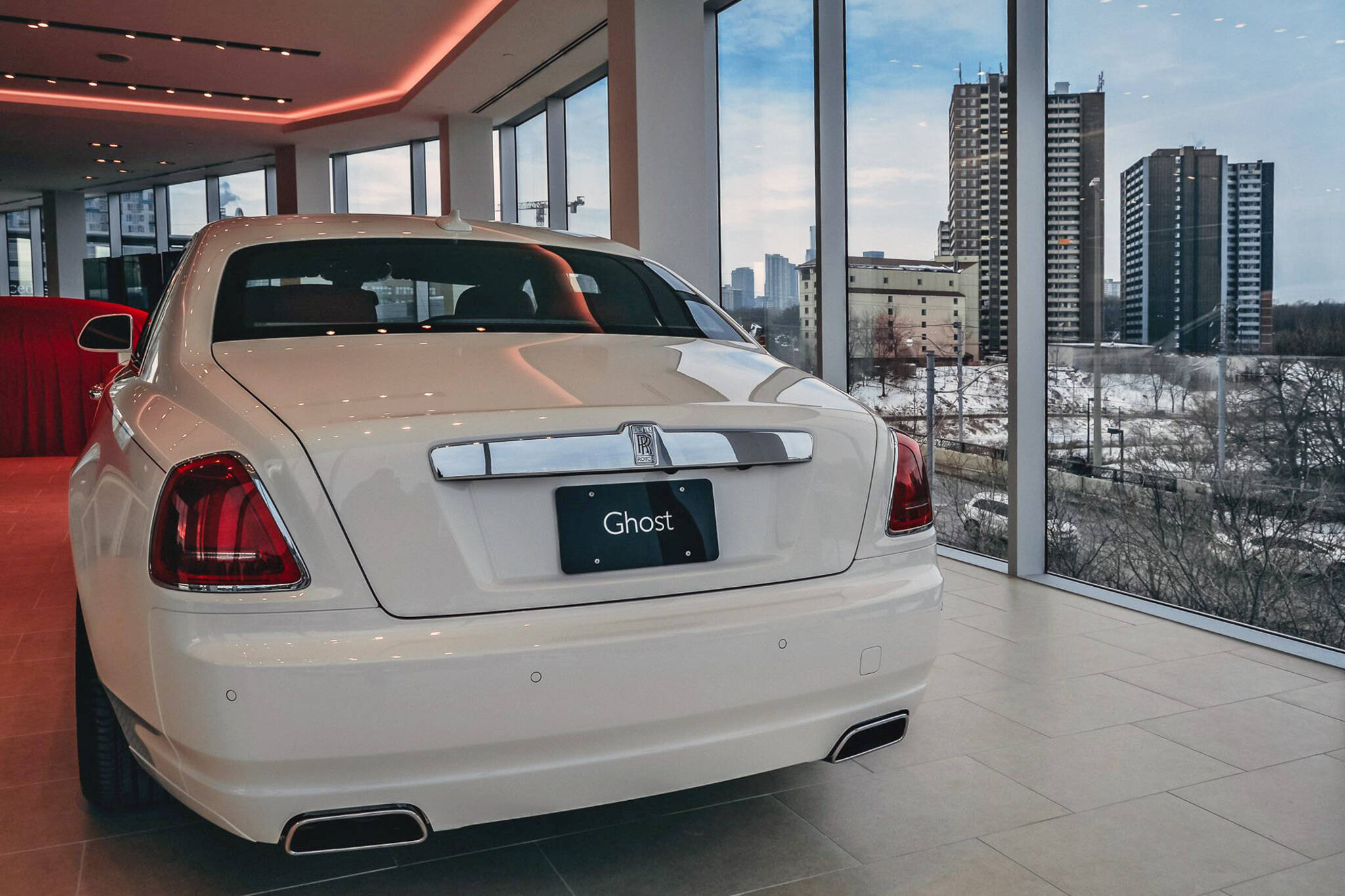 Car Dealers Toronto >> Toronto Just Got A Massive Luxury Car Dealership Next To The Dvp
