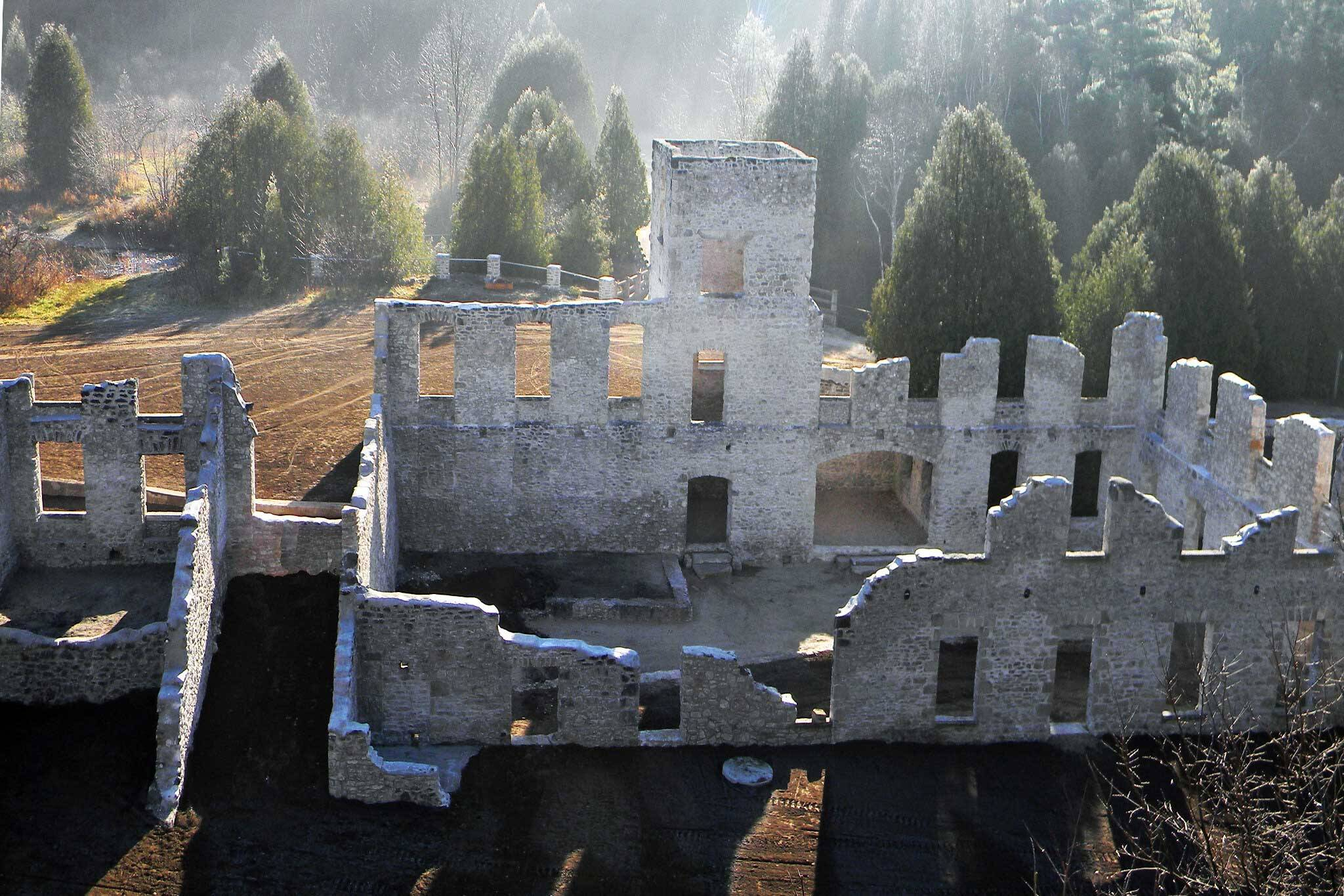 these epic ruins are just one hour from toronto. Black Bedroom Furniture Sets. Home Design Ideas