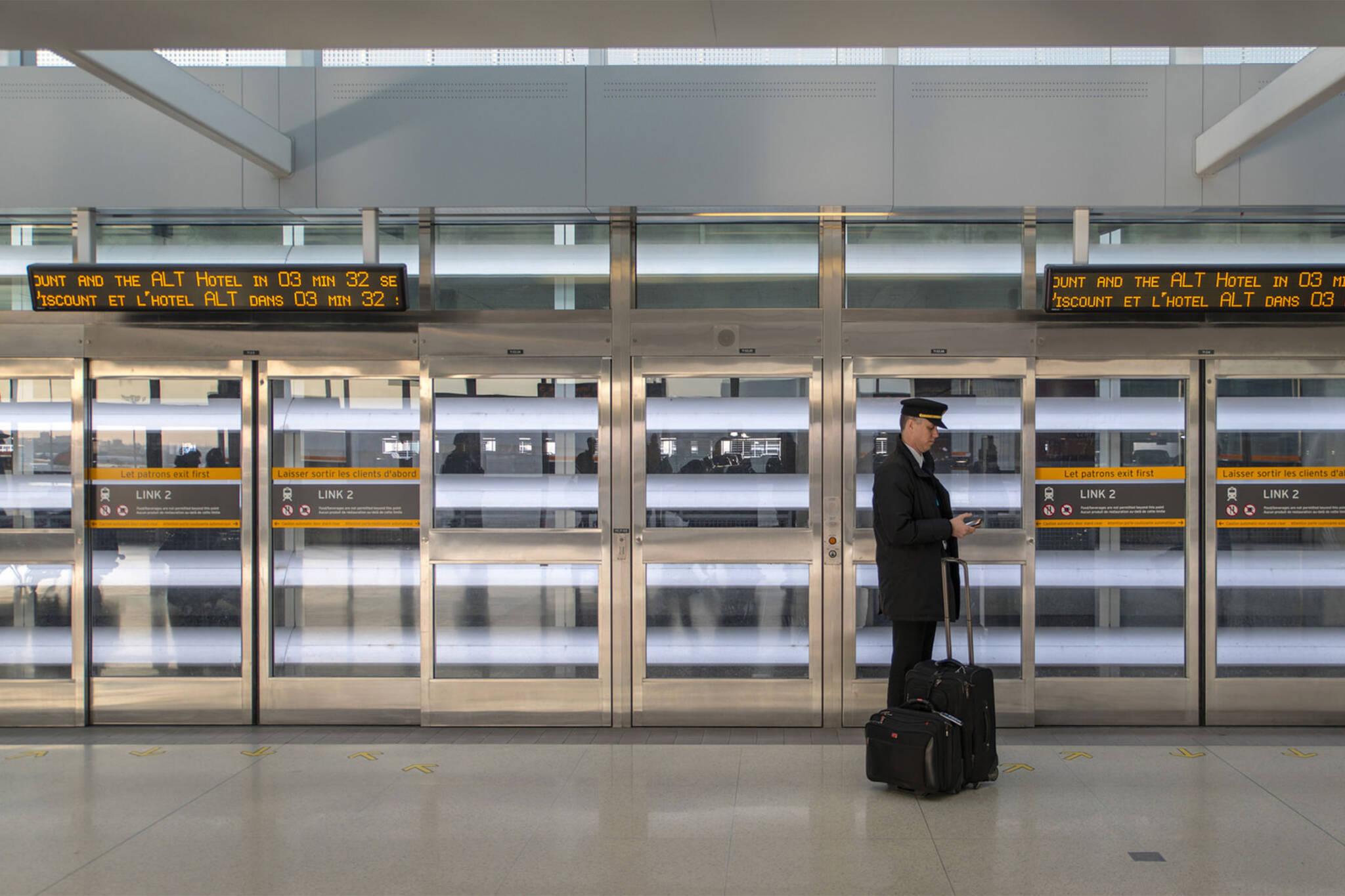 toronto airport wifi