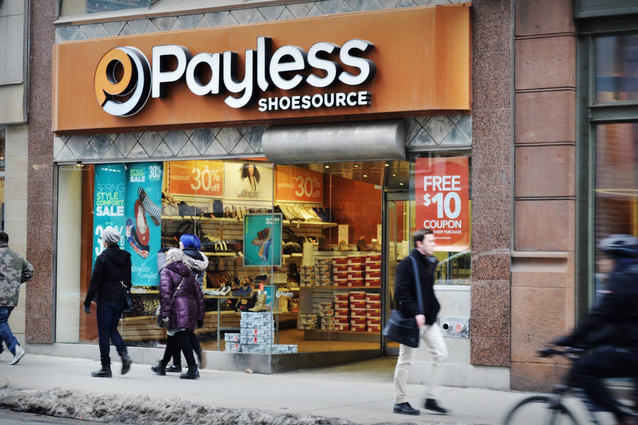 payless closing canada