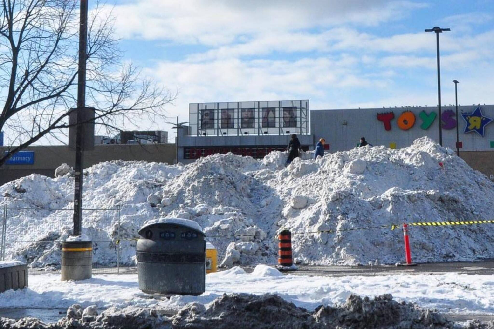dufferin mall snow