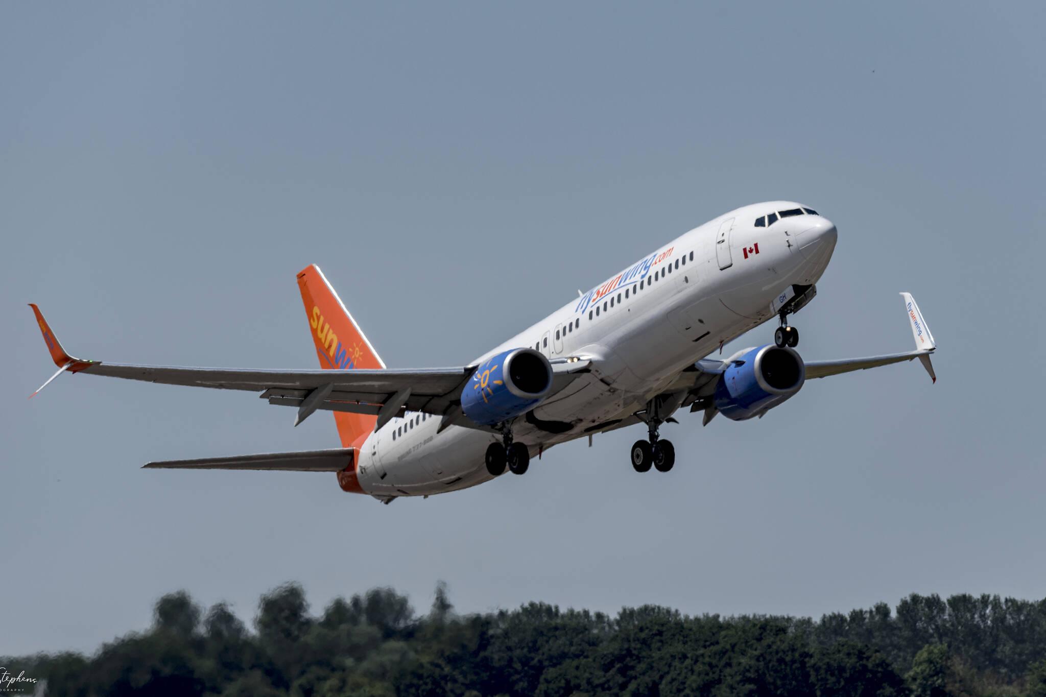 sunwing boeing 737 max 8