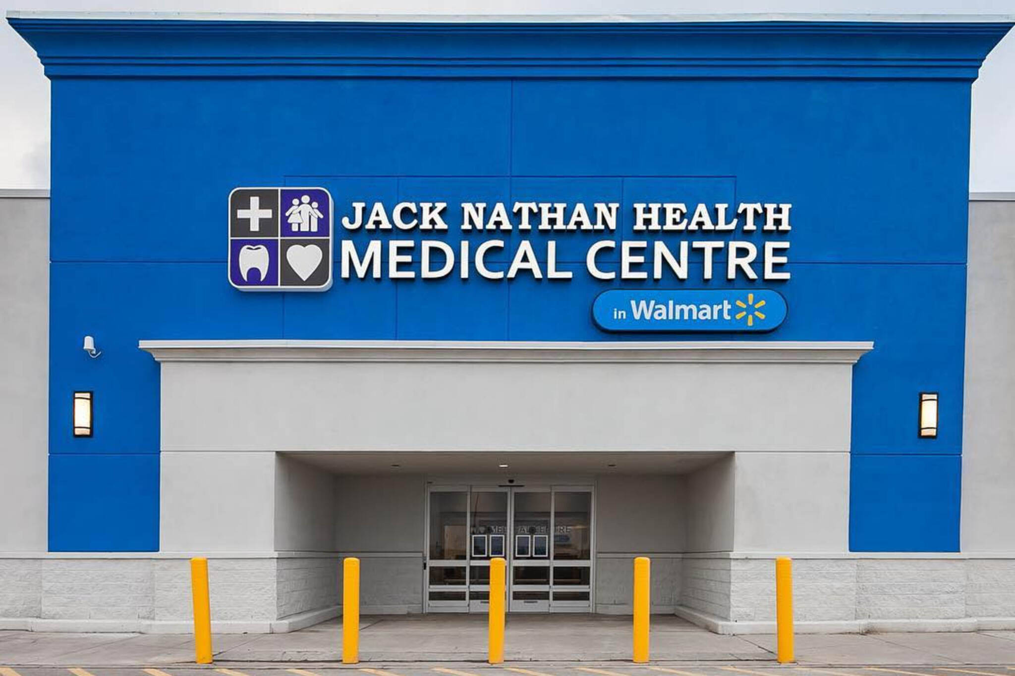 Walmart launches full-service medical clinic to compete with