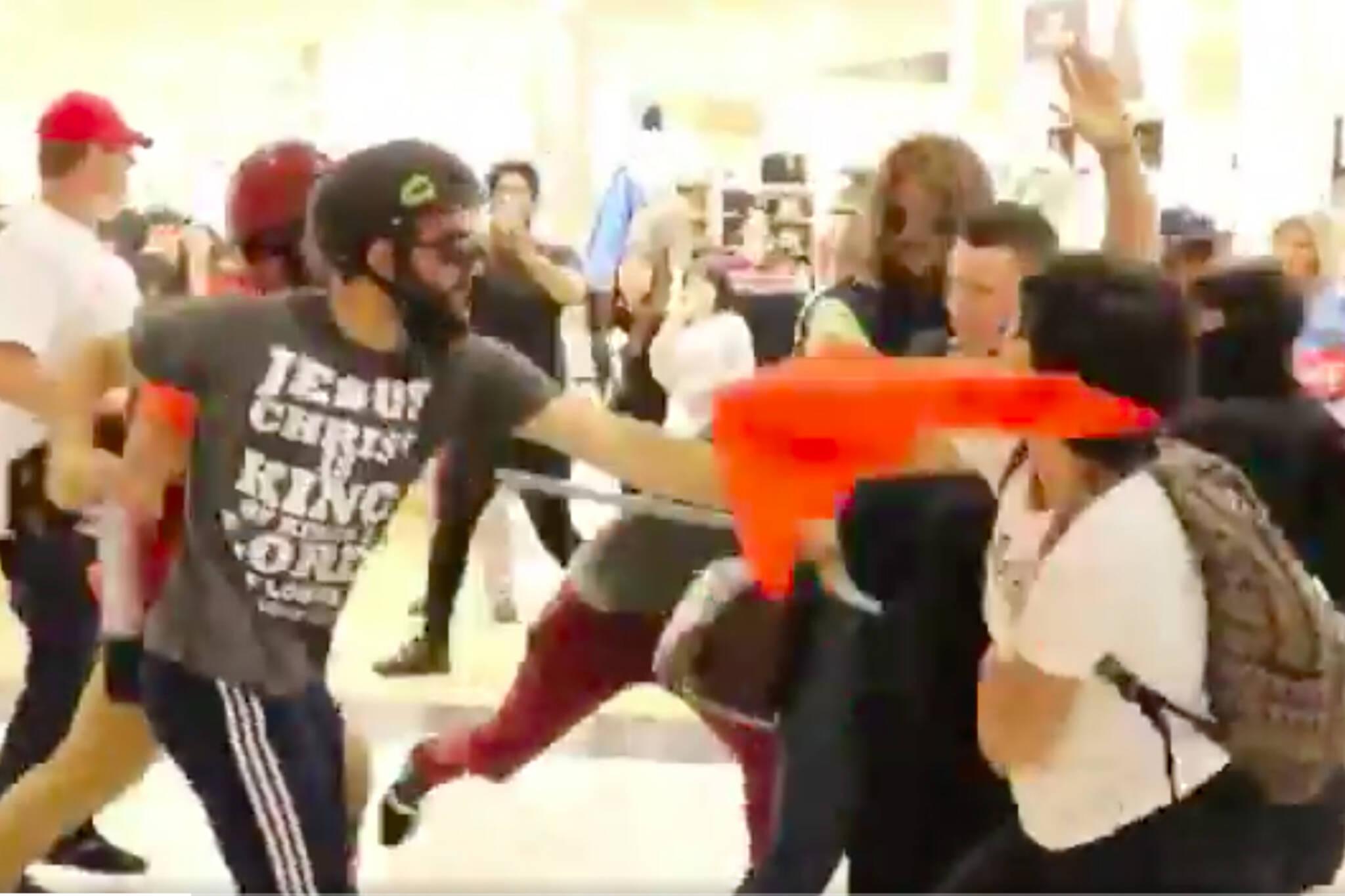 toronto eaton centre fight