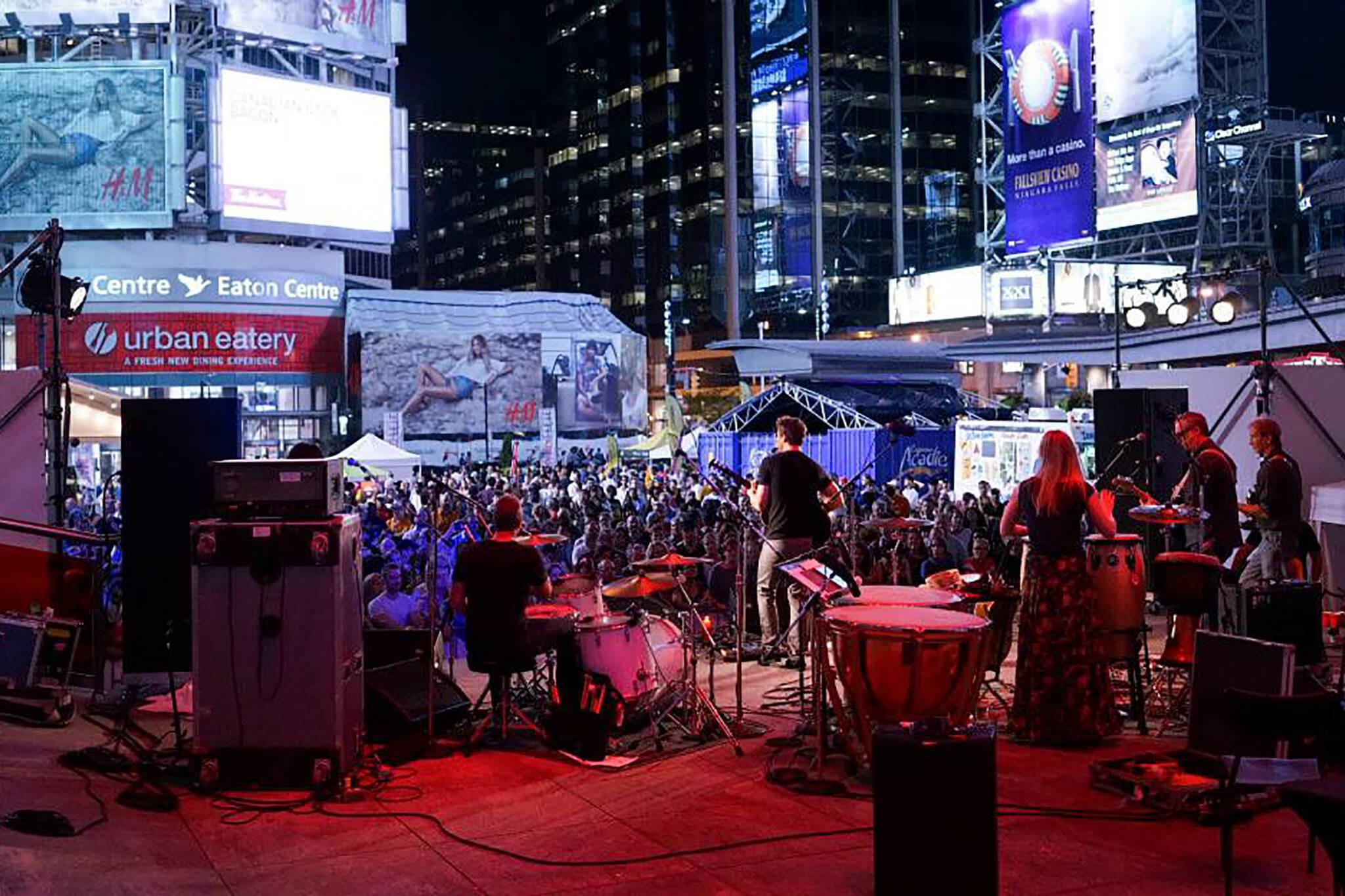 yonge dundas square free concerts