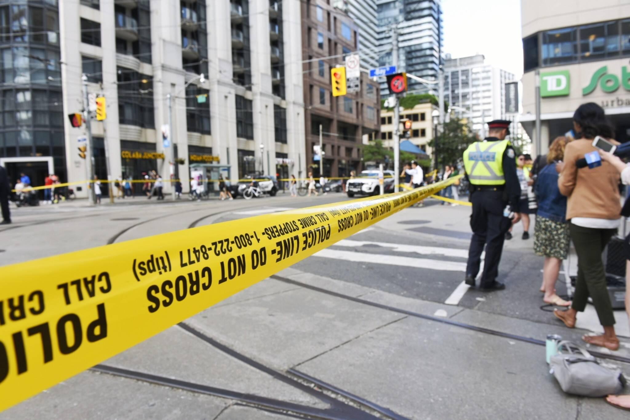 Major downtown Toronto intersection closed after car crash