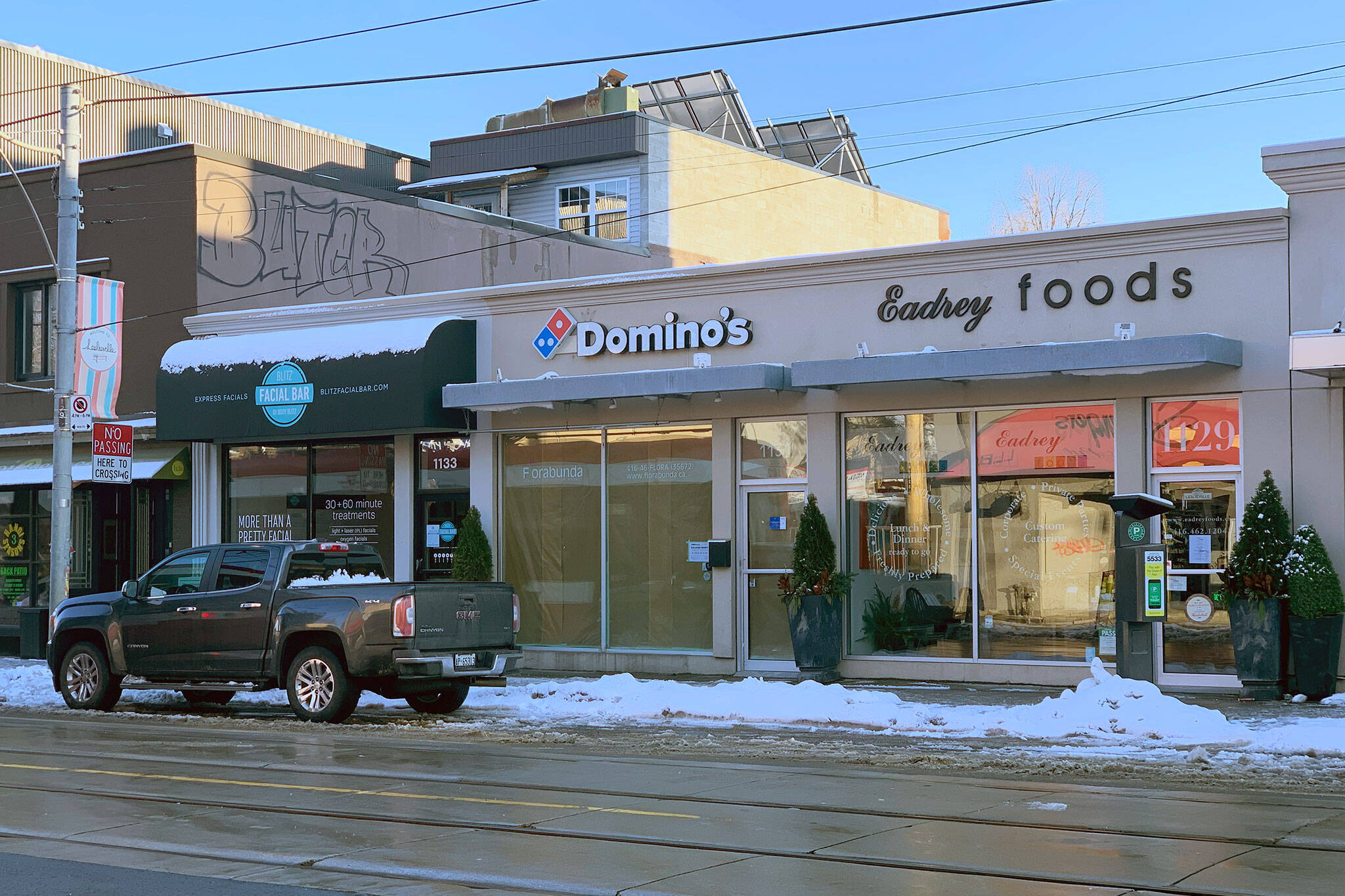 dominos leslieville