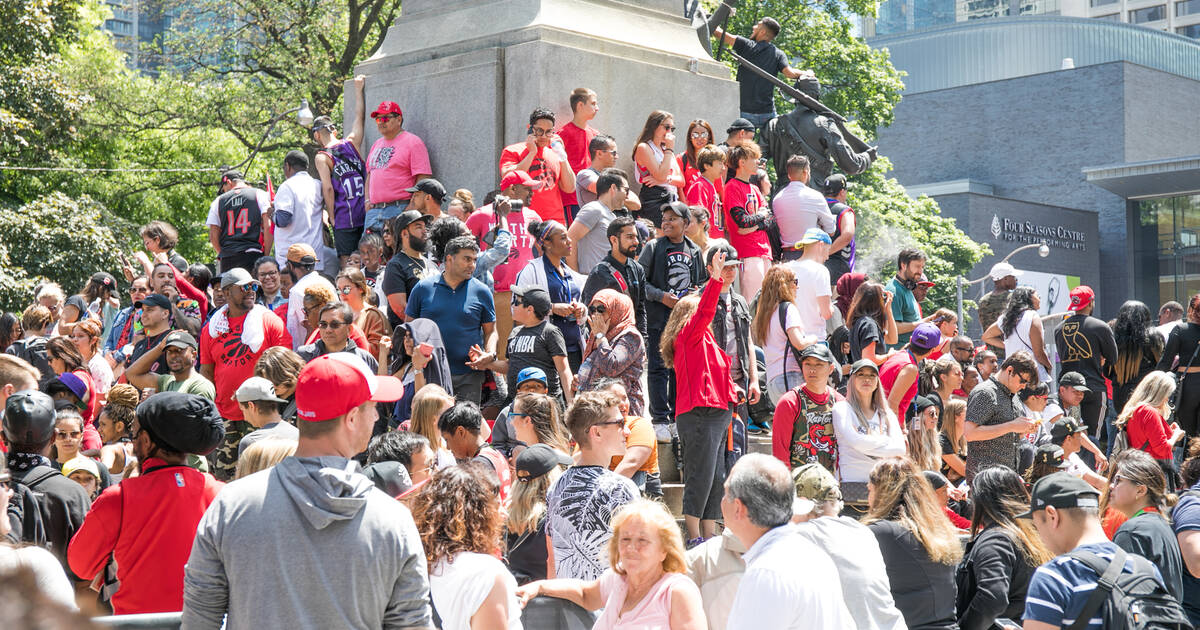 Someone is confusing photos of the Toronto Raptors parade for a Trump rally