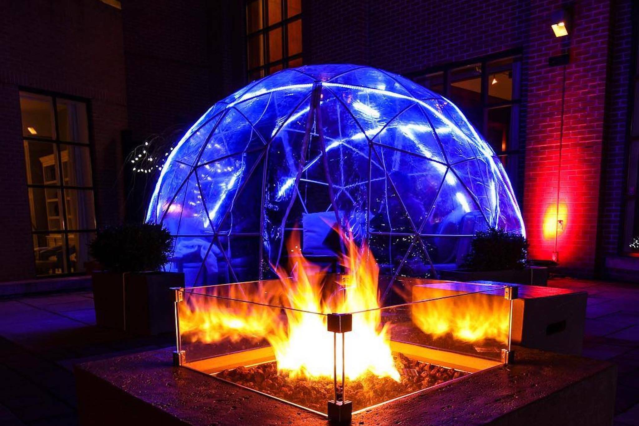 toronto restaurant heated igloo