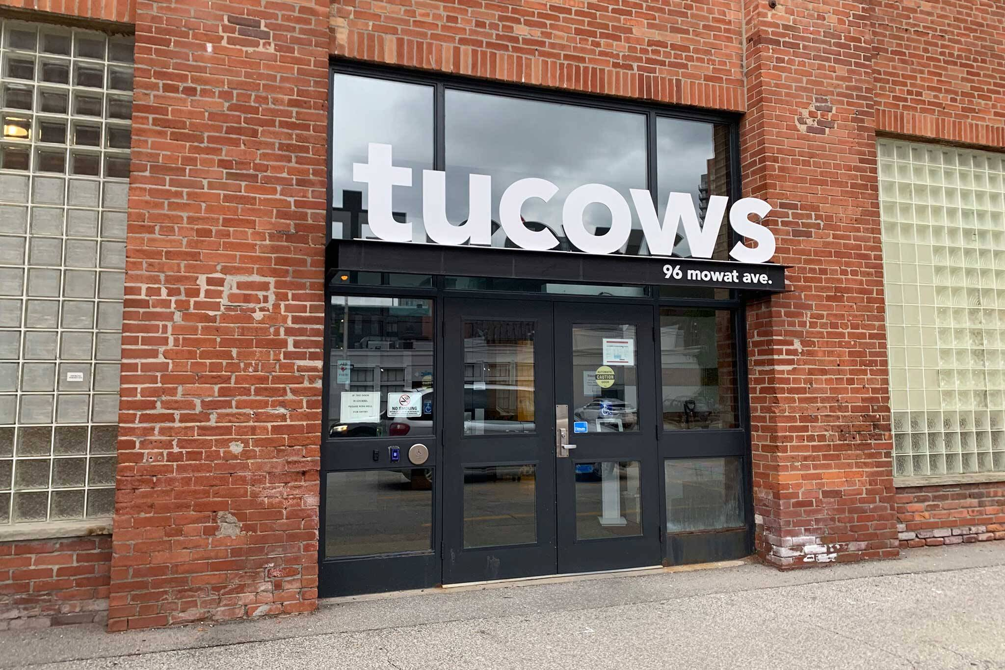 tucows 8chan