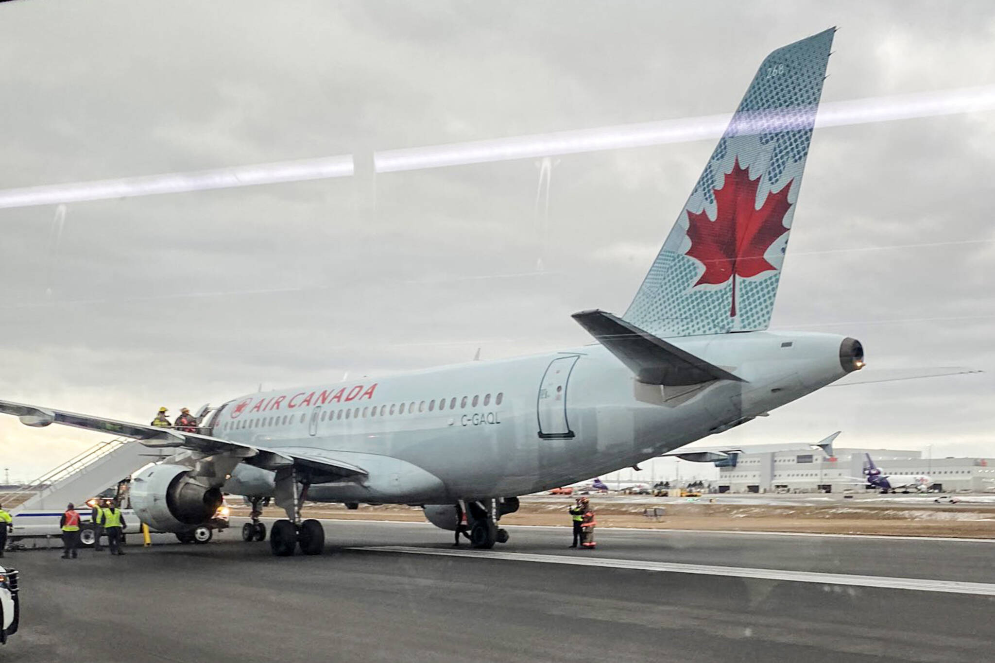 air canada emergency landing