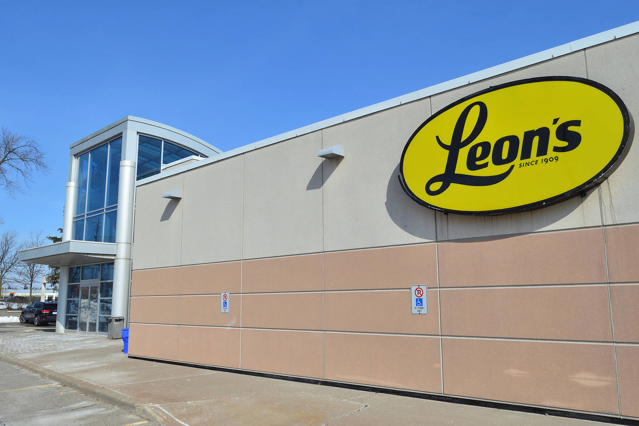 leons furniture