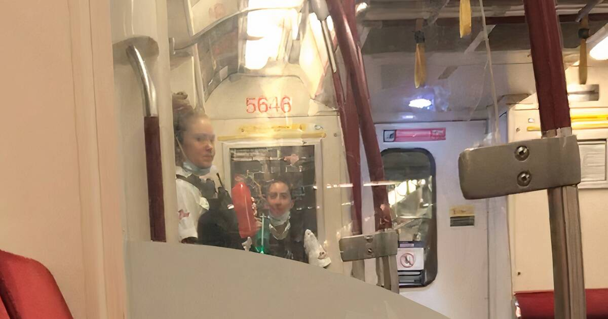 Toronto commuter furious to see TTC fare inspectors wearing masks on chin