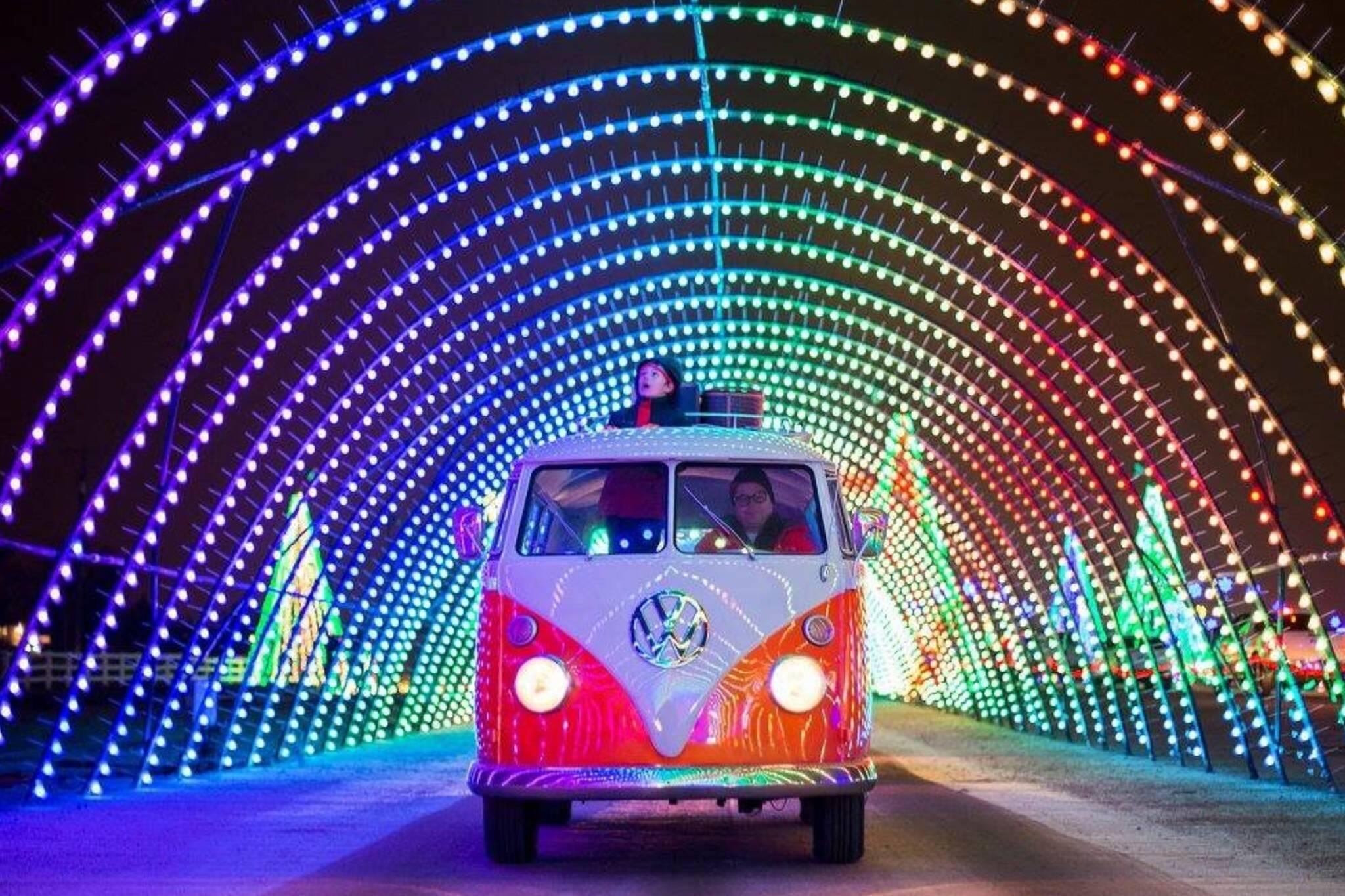 holiday lights drive thru toronto