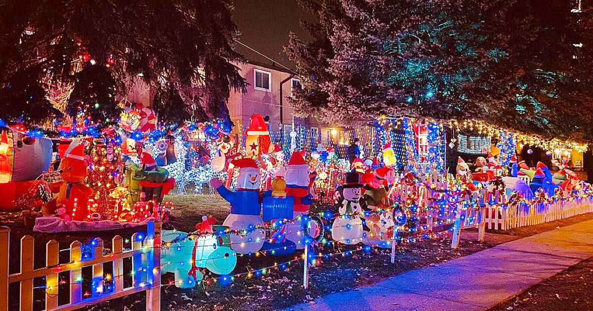 Three homes in Toronto just combined to create the most epic Christmas lights display