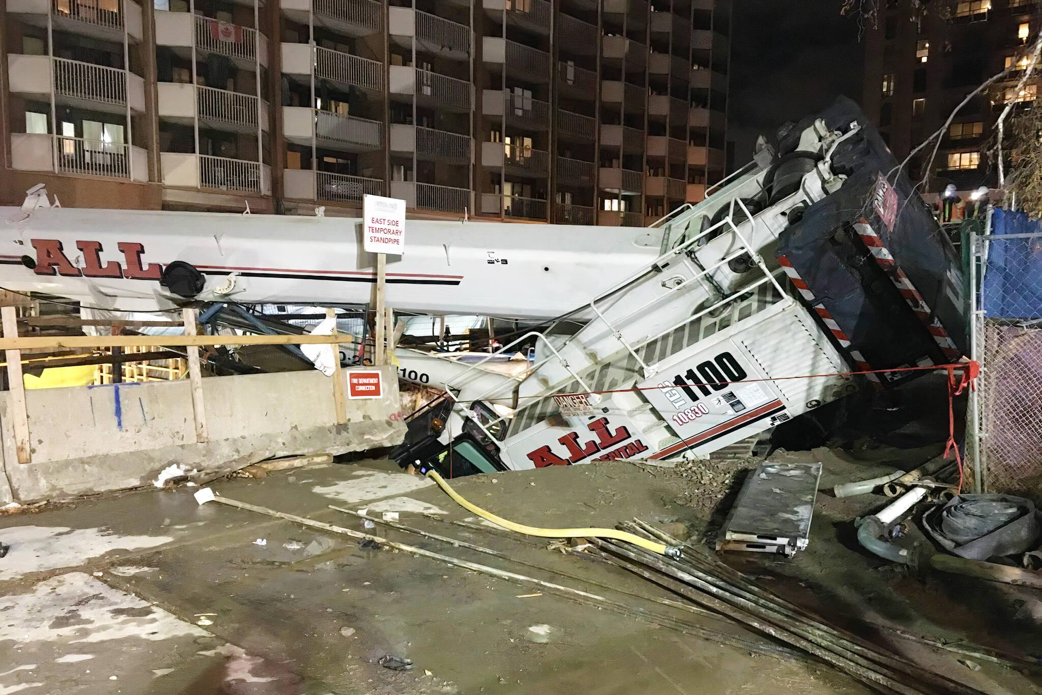 crane collapse toronto