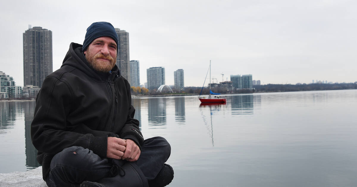 People in Toronto raise money to give man living on sailboat a place to dock for winter