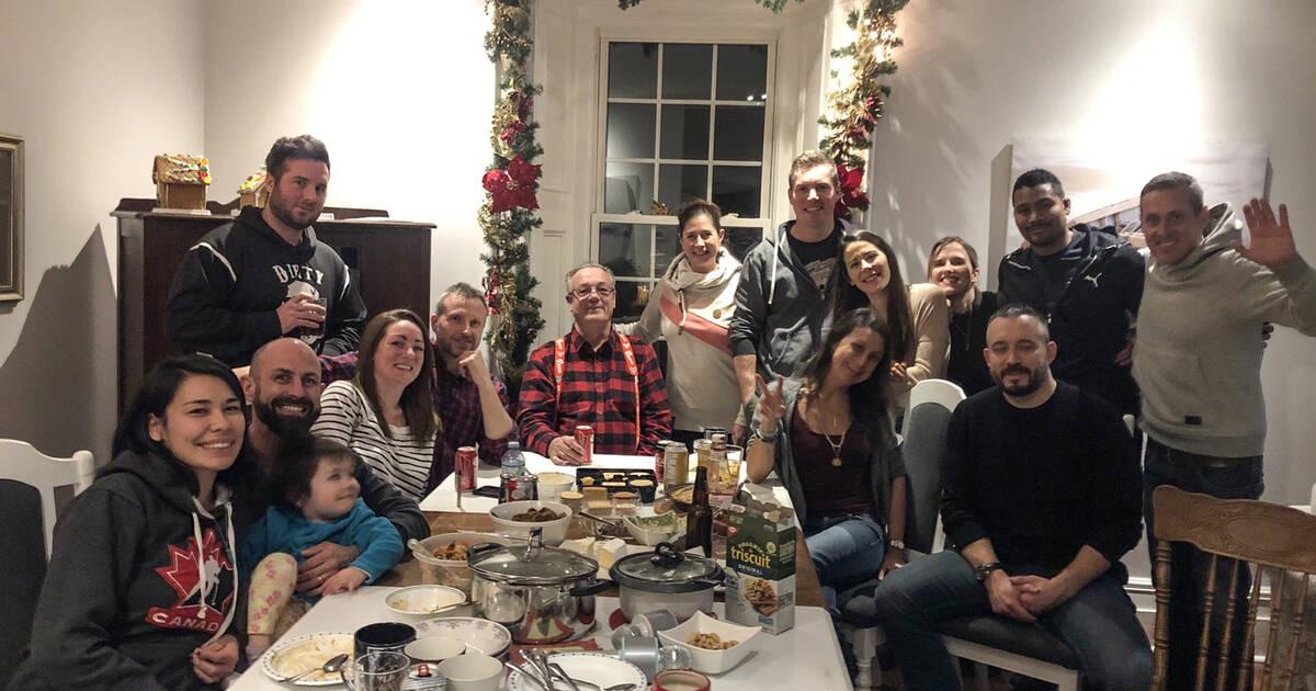 オンタリオ州のMPPは、クリスマスパーティーの写真で、封鎖規則を公然と無視しています。