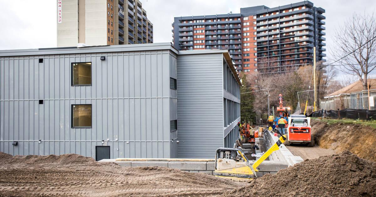 トロントは、ホームレスのための最初のモジュール式の支援住宅を手に入れました
