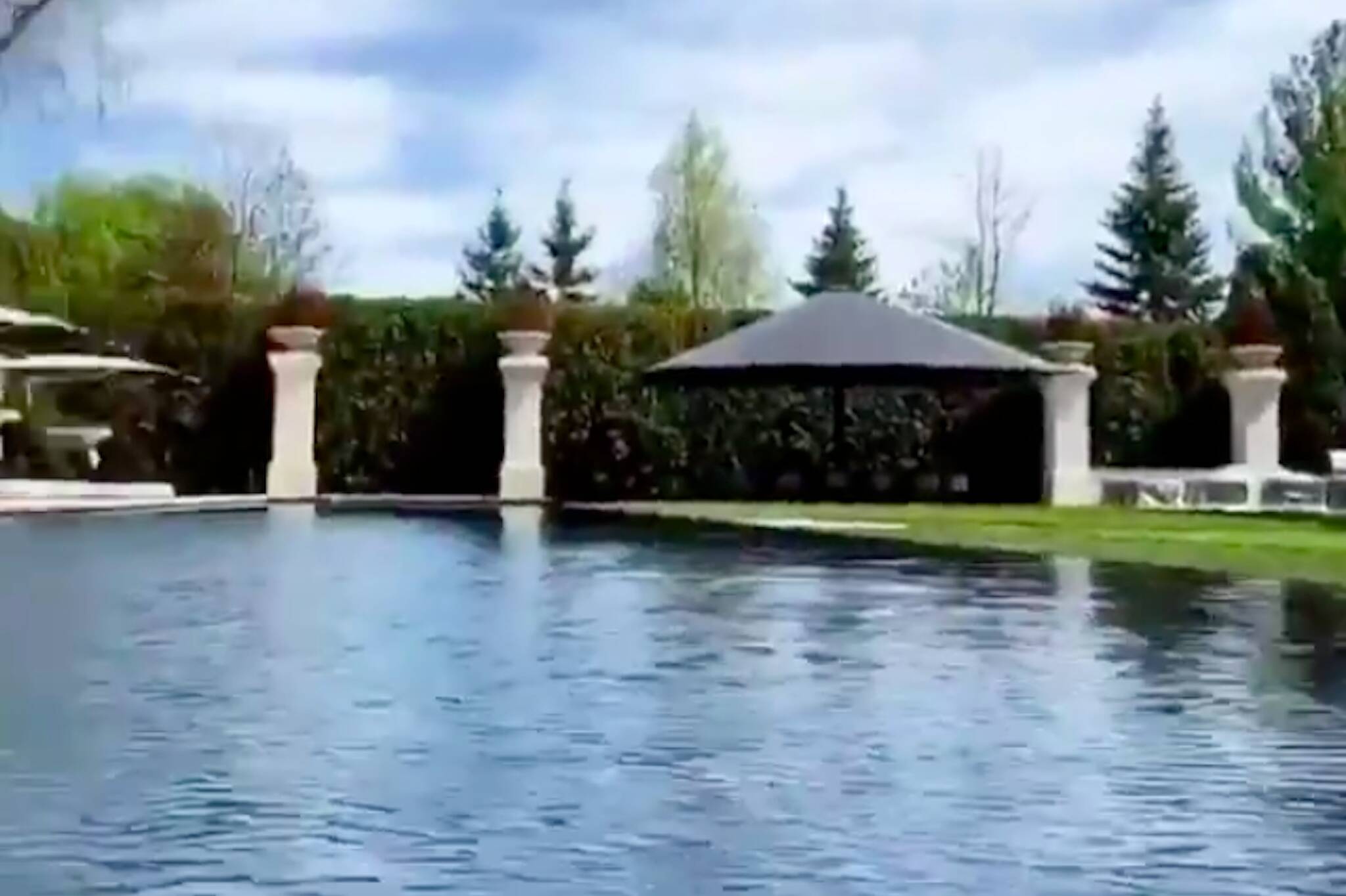 Drake Shows Off New Pool At His Toronto Mansion And It S The Size Of A Lake