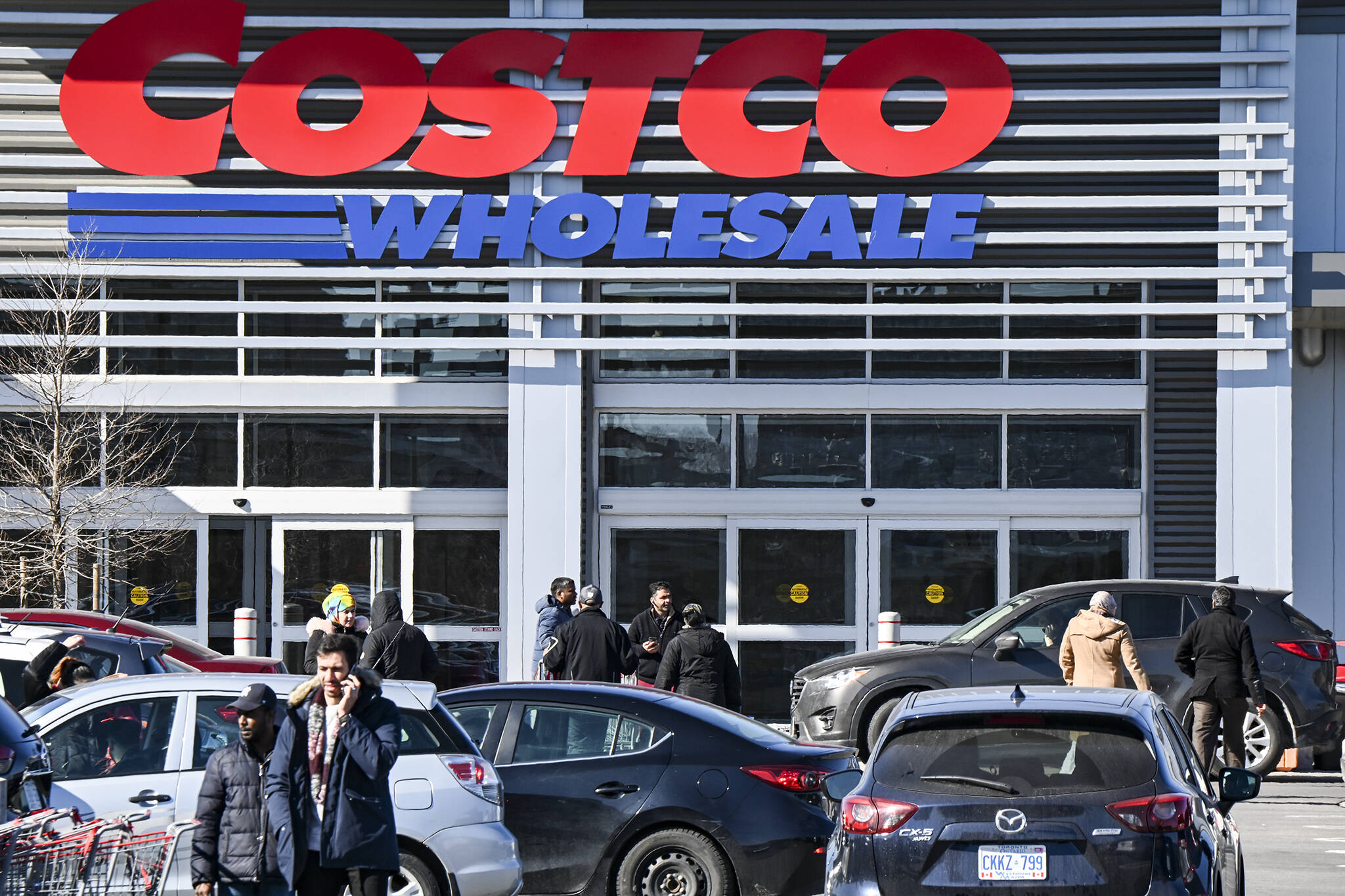 are retail stores open in ontario