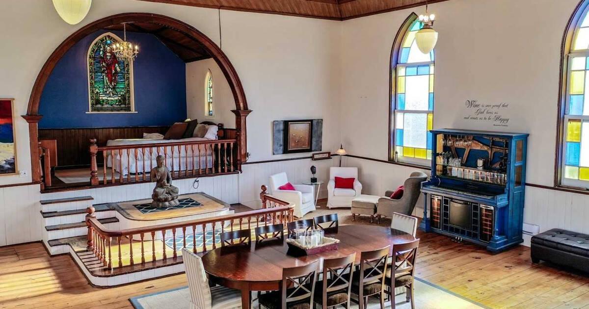 古いオンタリオ教会にあるこの3ベッドルームの家は、トロントの小さなコンドミニアムよりも安いです。