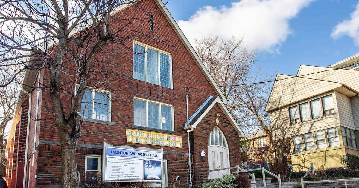 このトロントの教会全体が400万ドル未満で売りに出されています