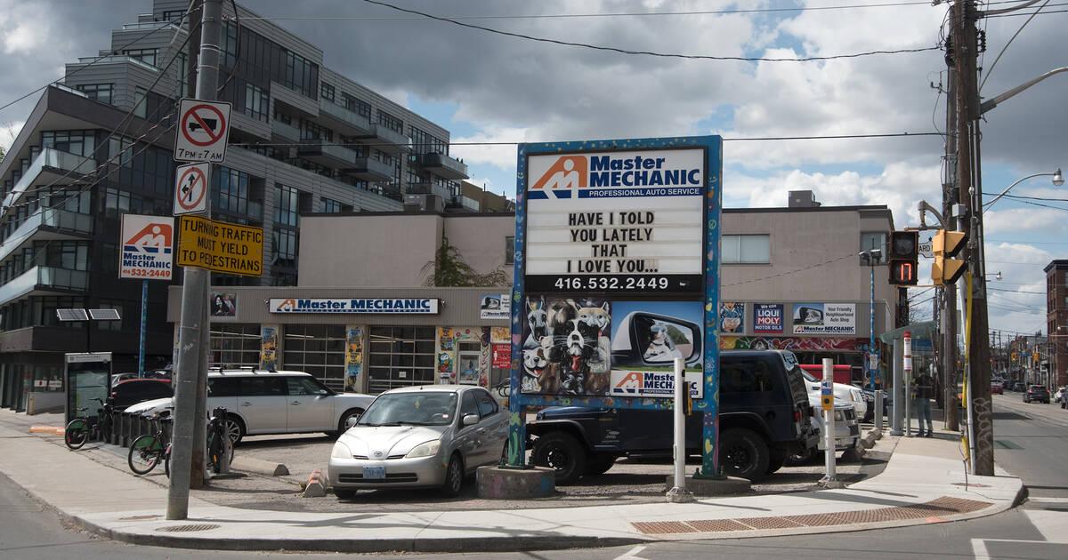 ブラッドラムはトロントの有名な自動車修理店をフラットアイアンビルディングに置き換えたいと考えています
