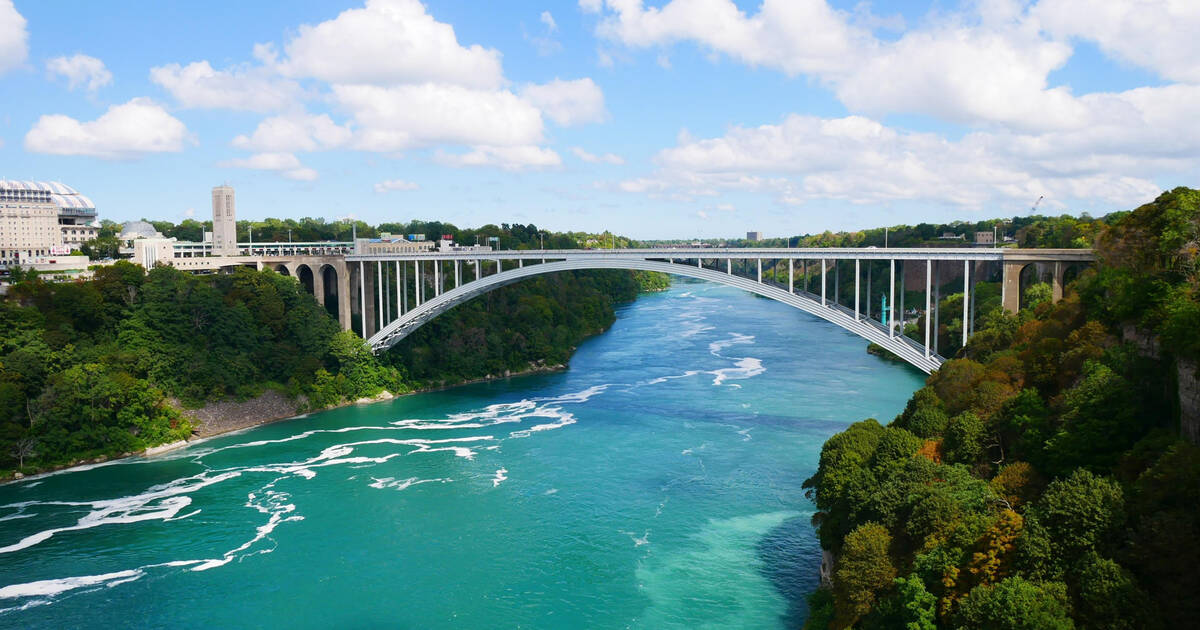 Toronto woman fined  6 250 when she tried to get back into Canada at Niagara Falls