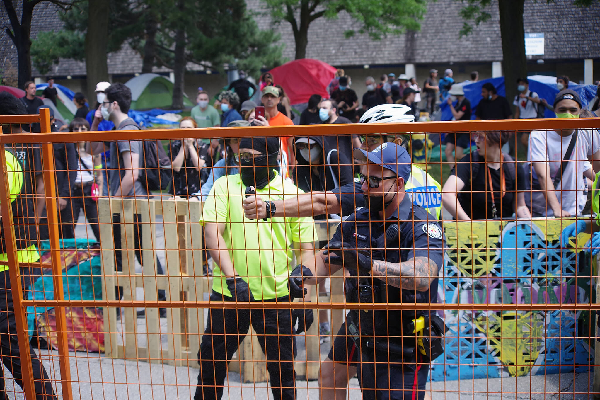 toronto police encampment