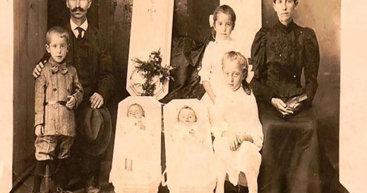 オンタリオ州のお化け屋敷は、地元の家族の死んだ親戚の実際の写真でいっぱいです