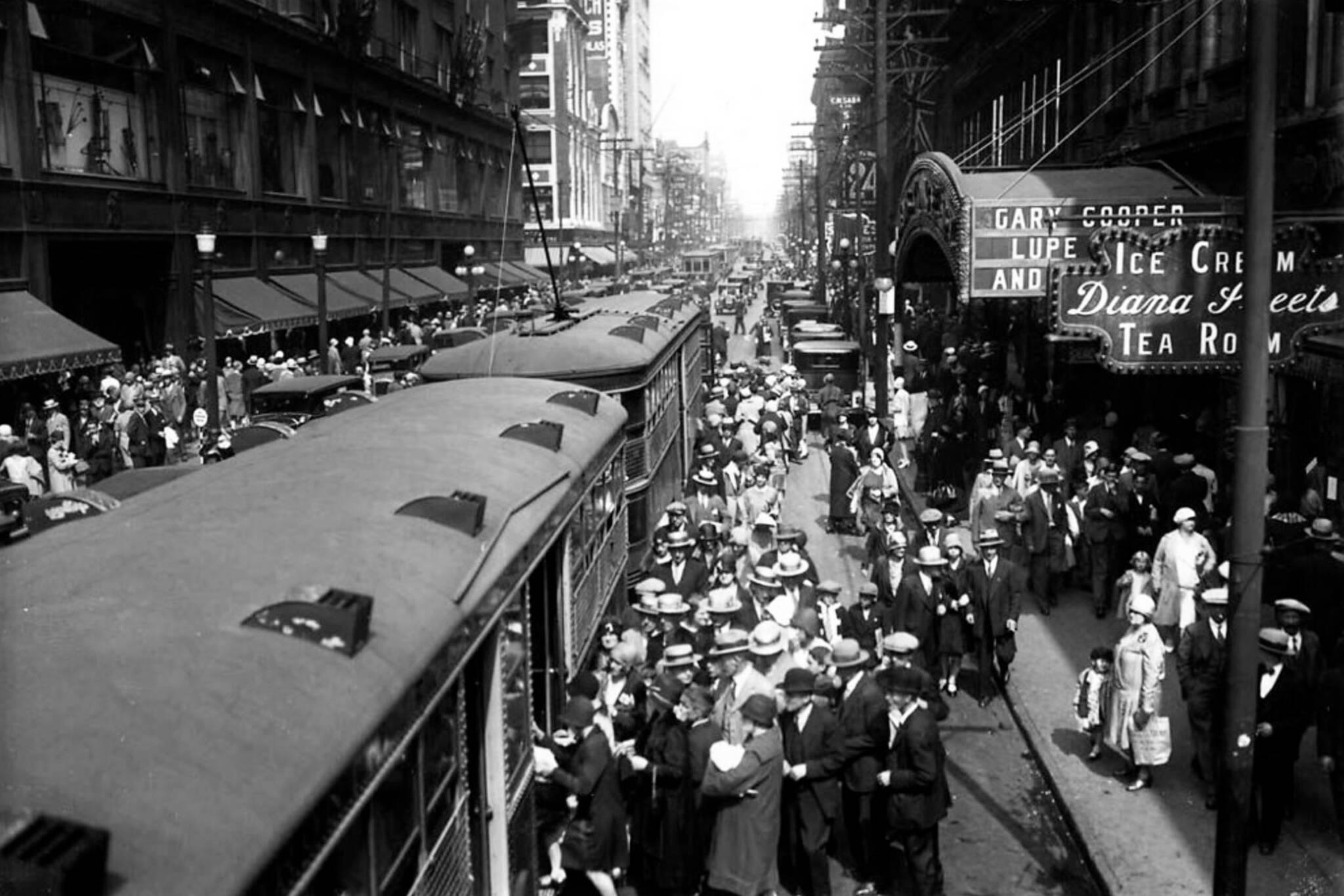 yonge streetcars toronto