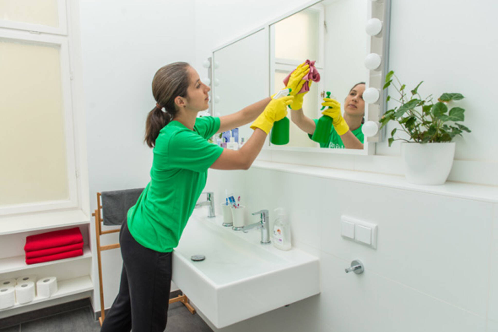 3 Reasons Why You Should Hire a Professional Cleaner