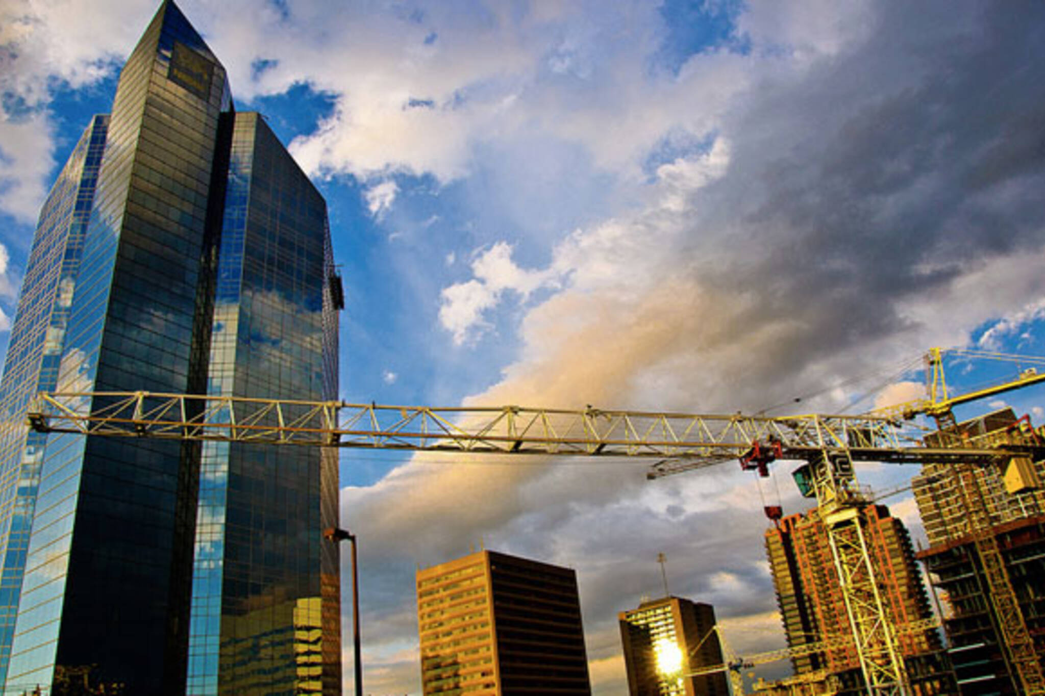 toronto construction cranes skyline buildings