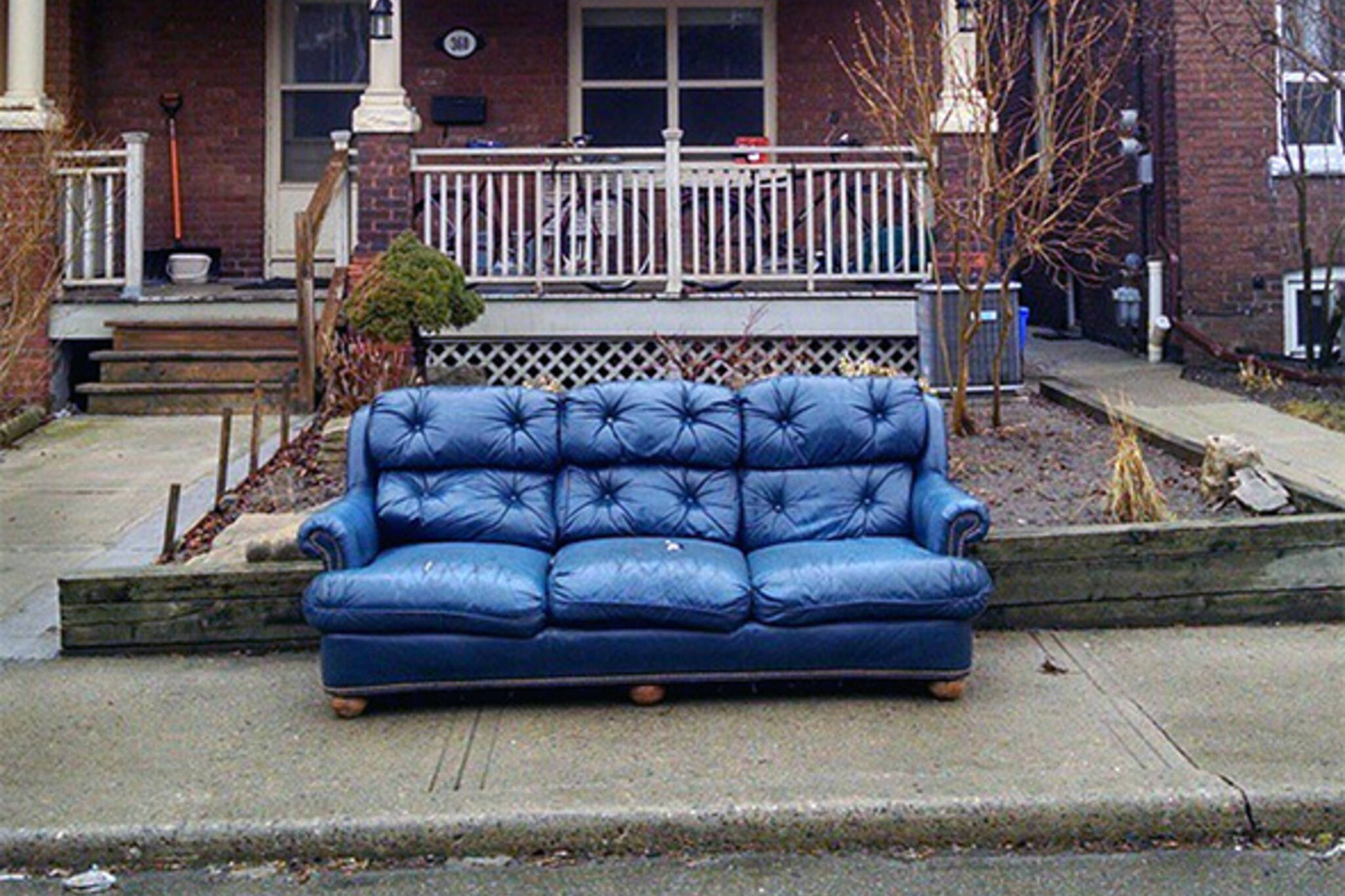 These Abandoned Couches In Toronto Will