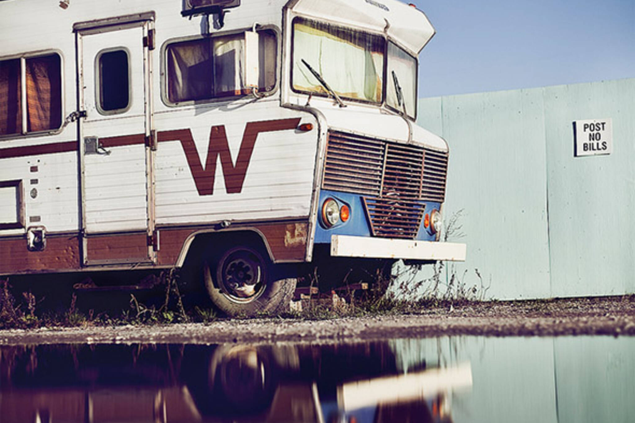 old, trailer, reflection