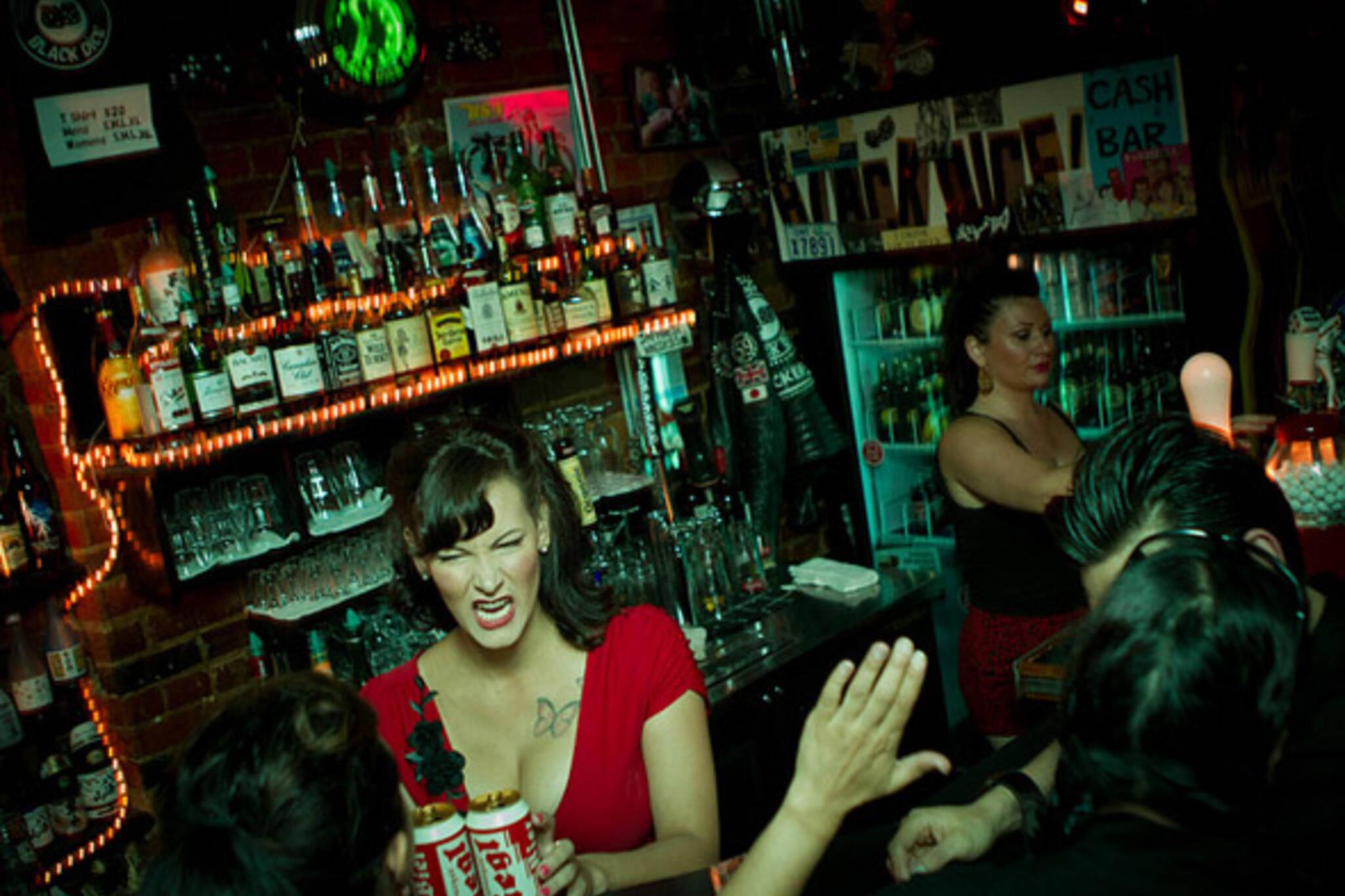 bar, drinks, kiss