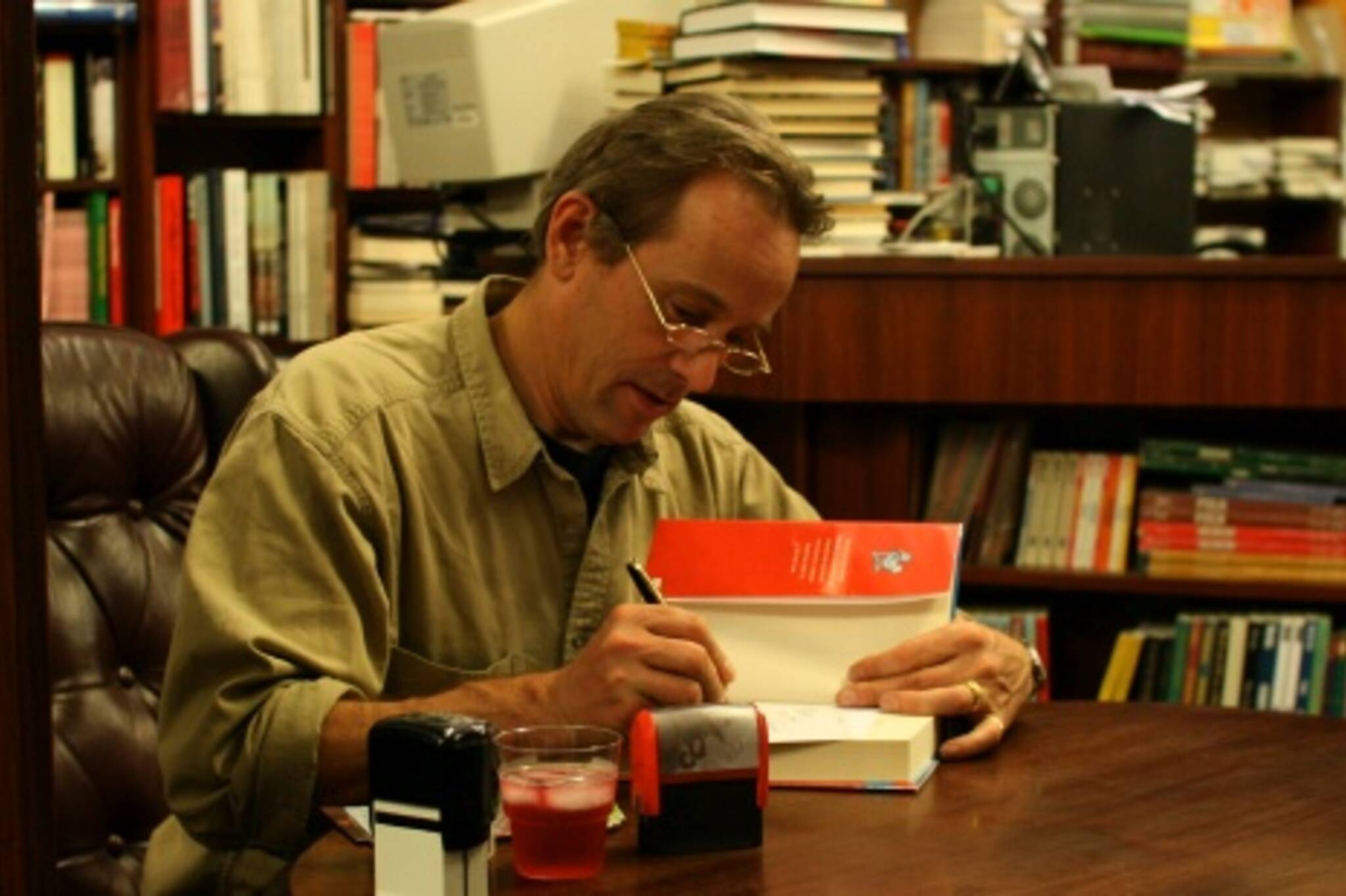 An utterly charming Jasper Fforde signs books at The Sleuth