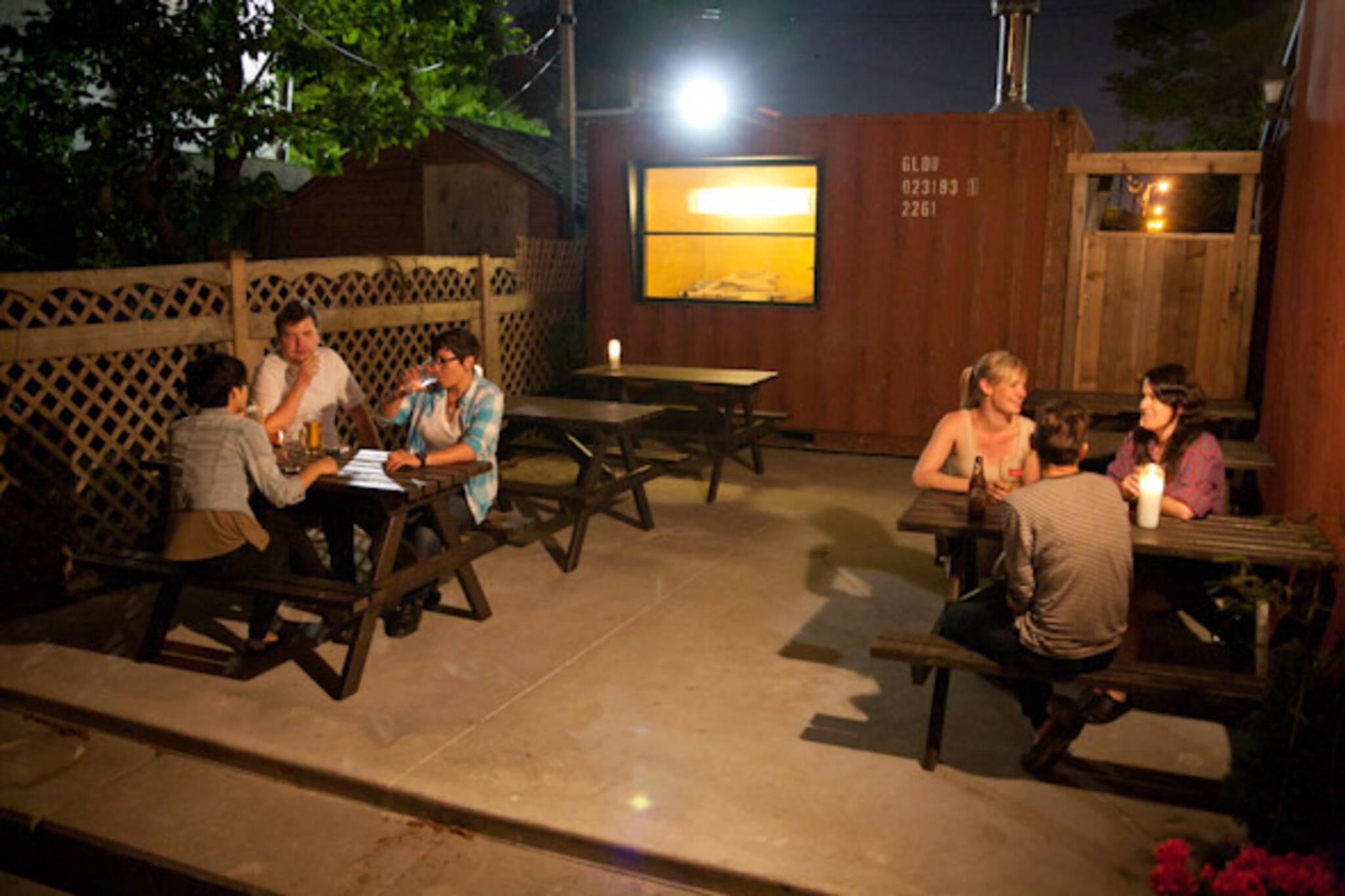 Bar Neon patio