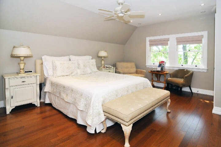 jare 39 s place bed and breakfast blogto toronto. Black Bedroom Furniture Sets. Home Design Ideas