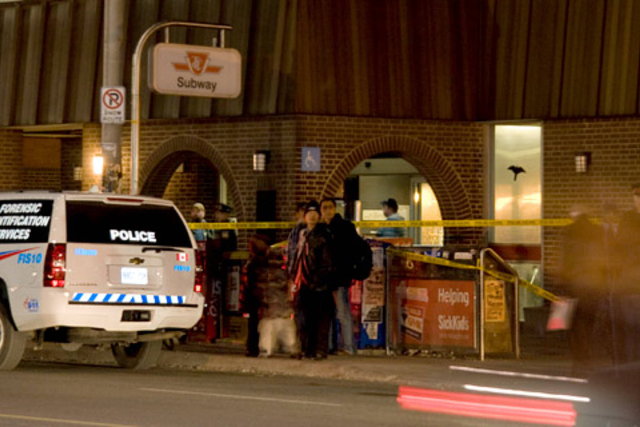 Spadina Station Surrounded by Police after Shooting on the TTC