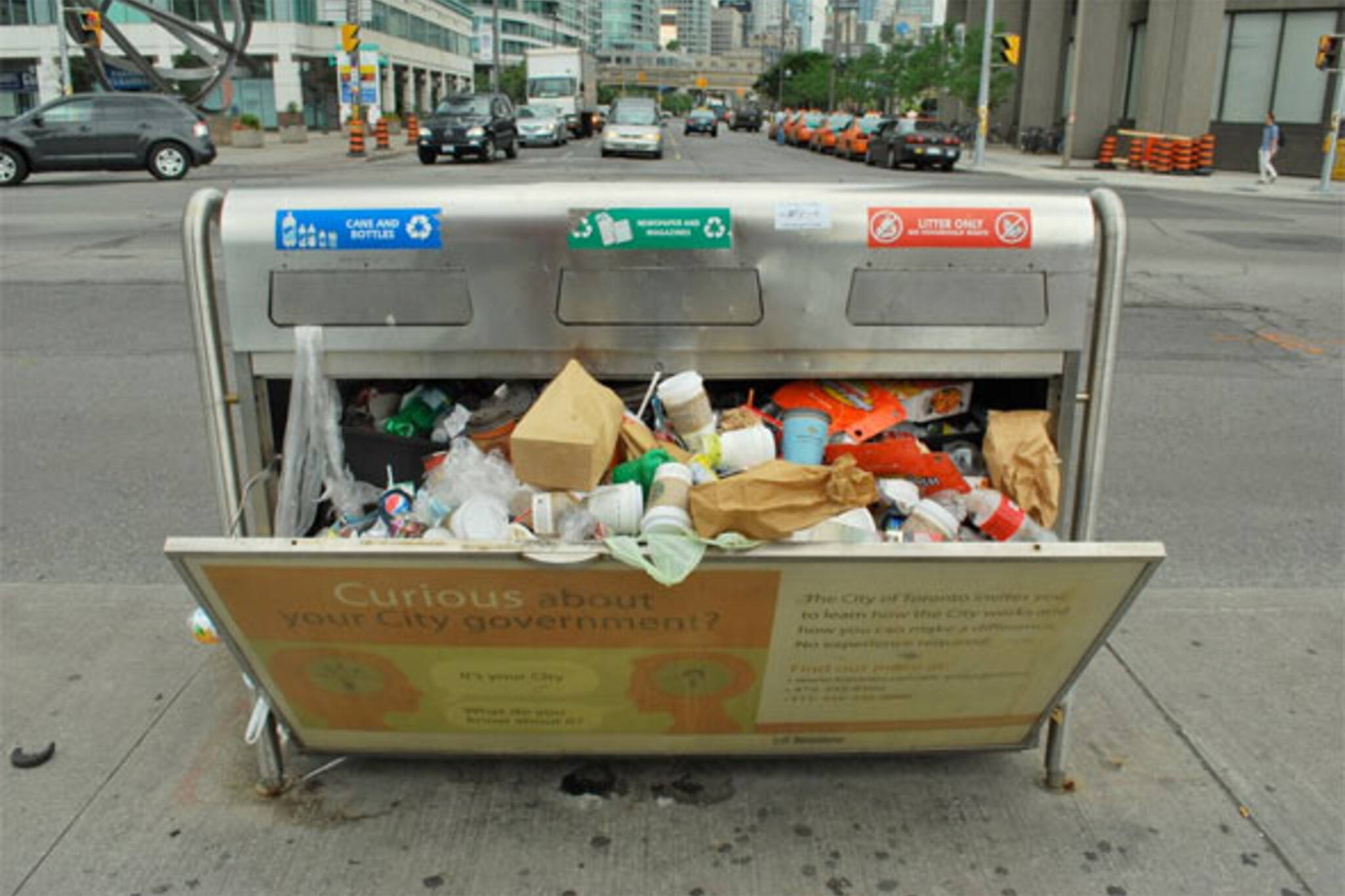 toronto garbage strike continues