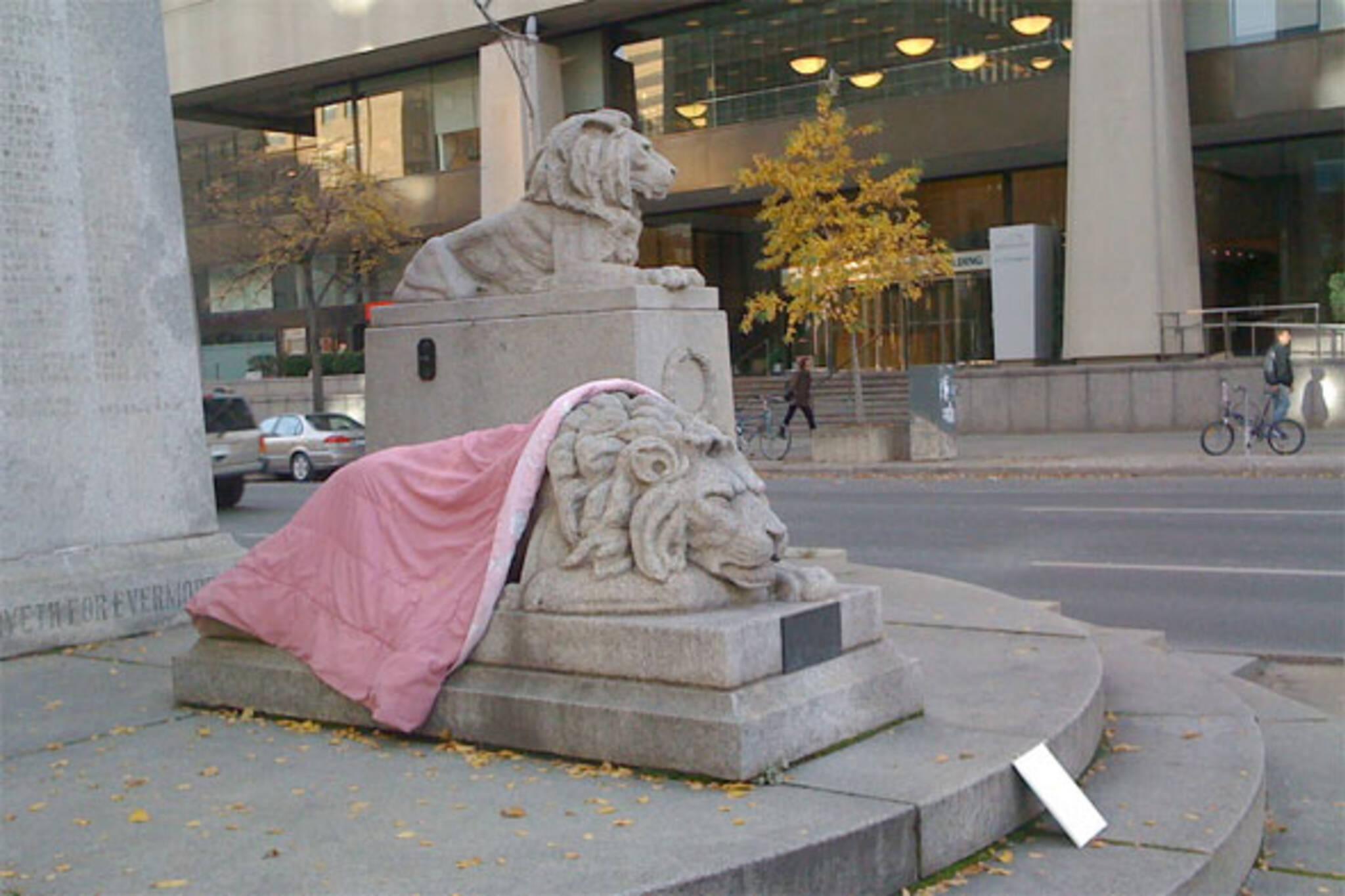 lion statue toronto