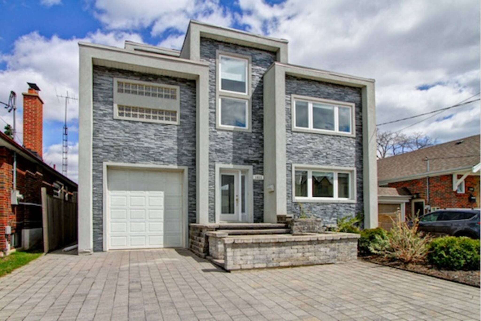 1611 Woodbine Heights Boulevard Toronto