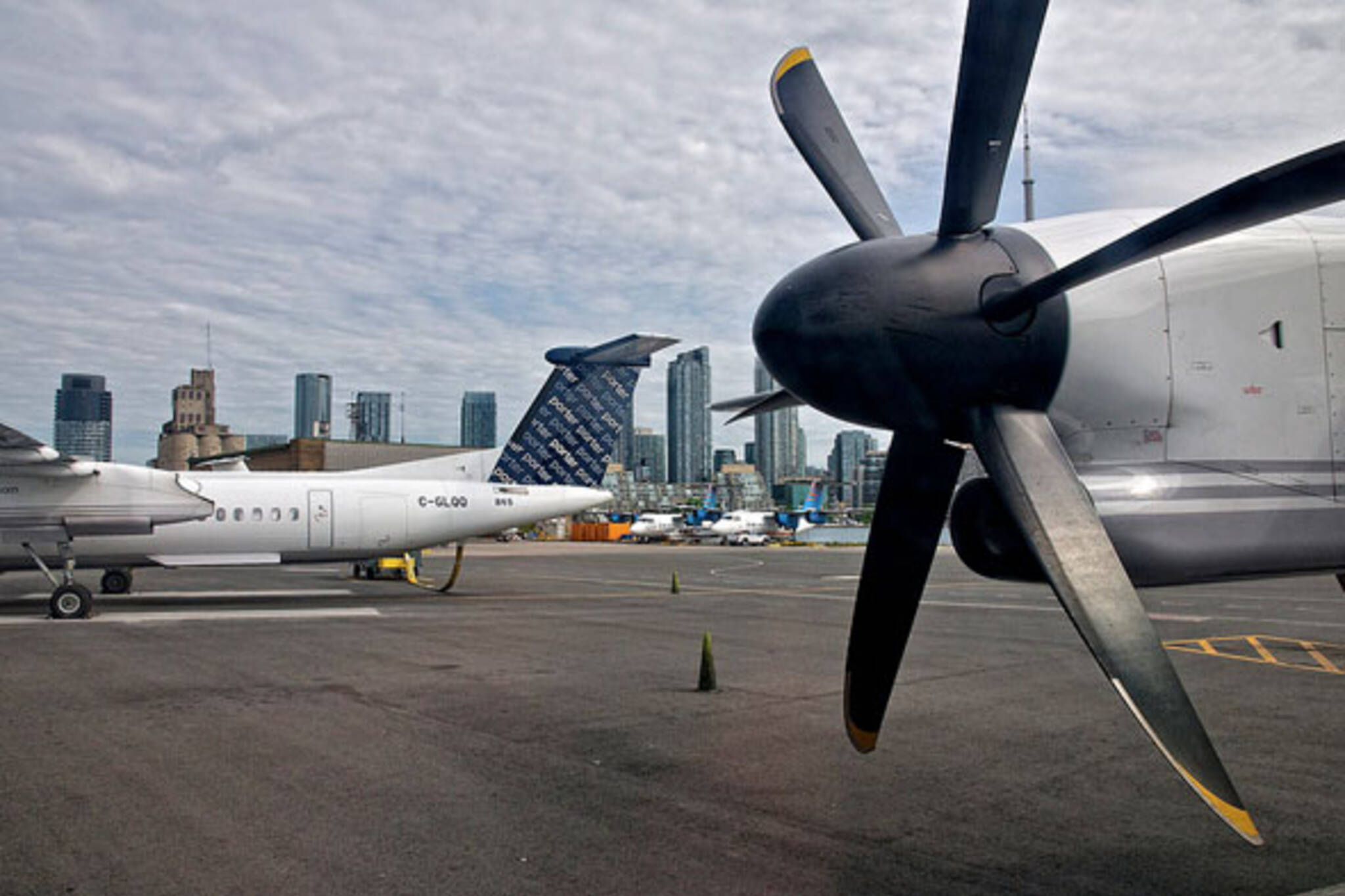 toronto billy bishop airport porter airlines skyline
