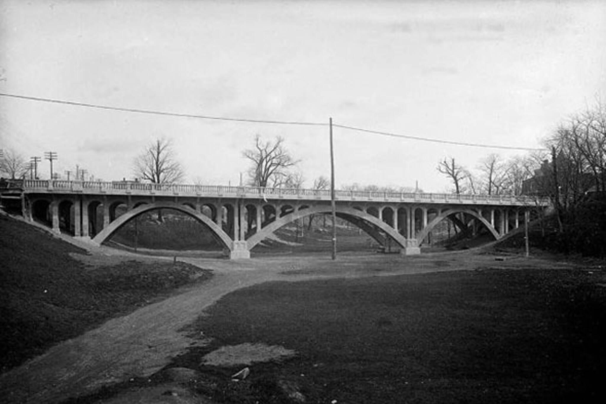 toronto crawford street bridge