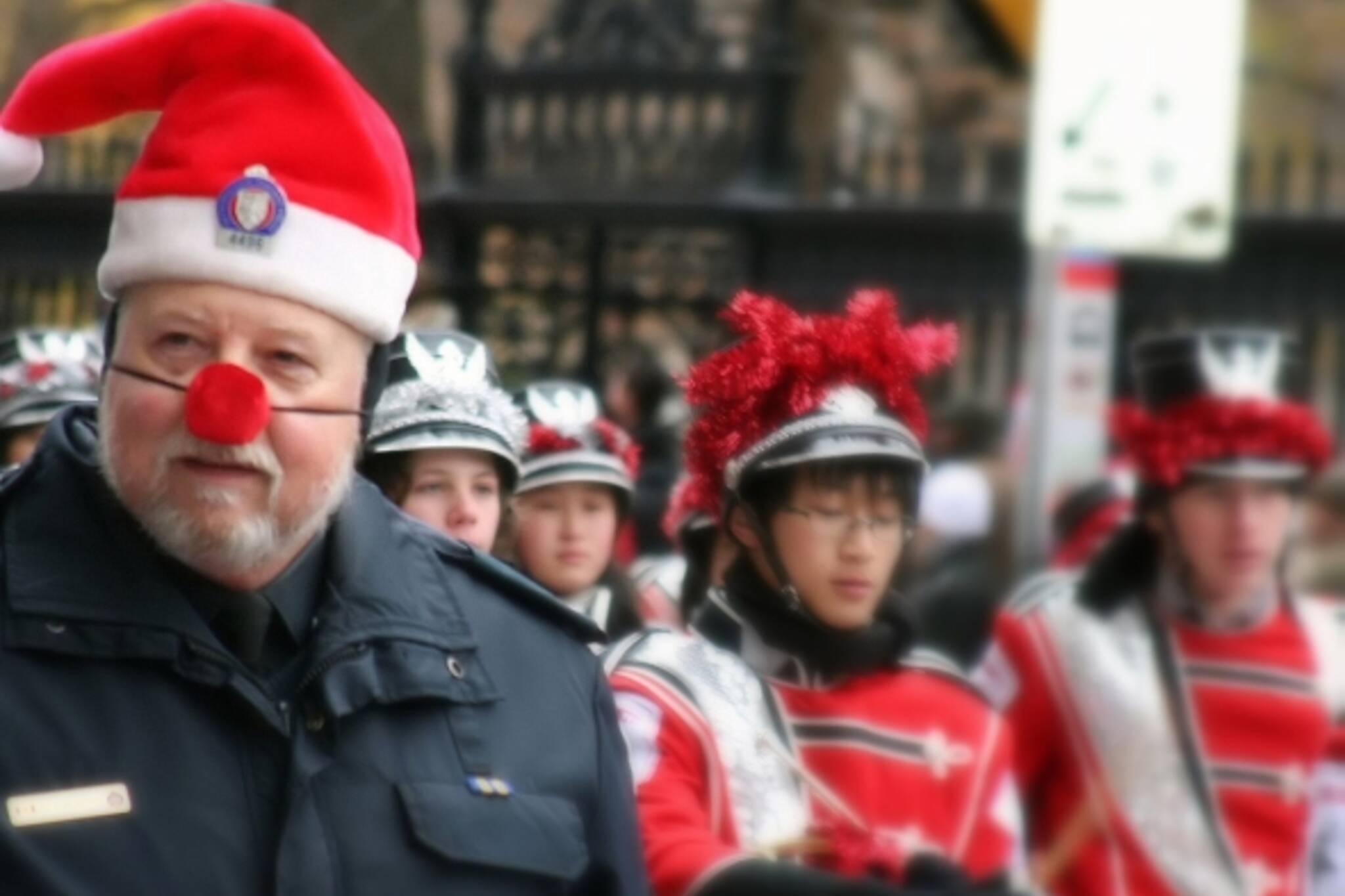 Santa Cop keeps watch