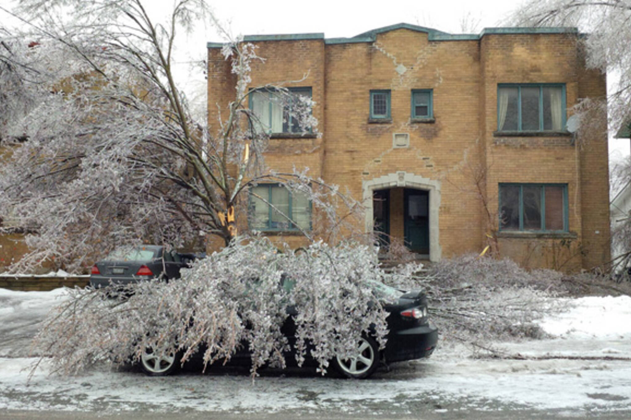 Toronto ice storm power out